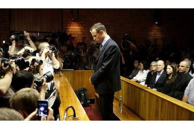 Oscar Pistorius devant le tribunal vendredi.