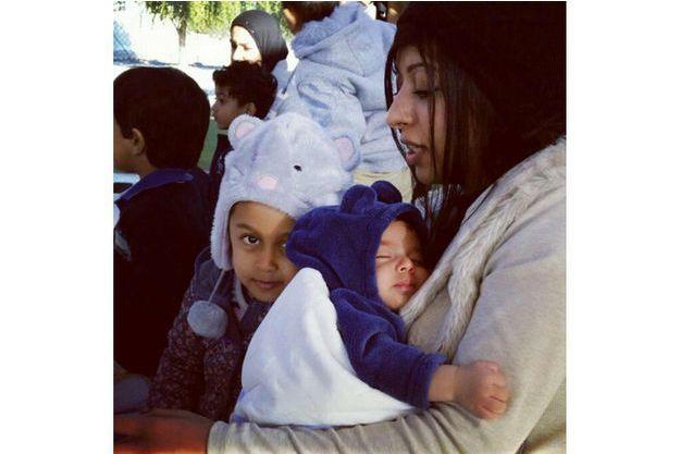 Zainab al-Khawaja et ses enfants.