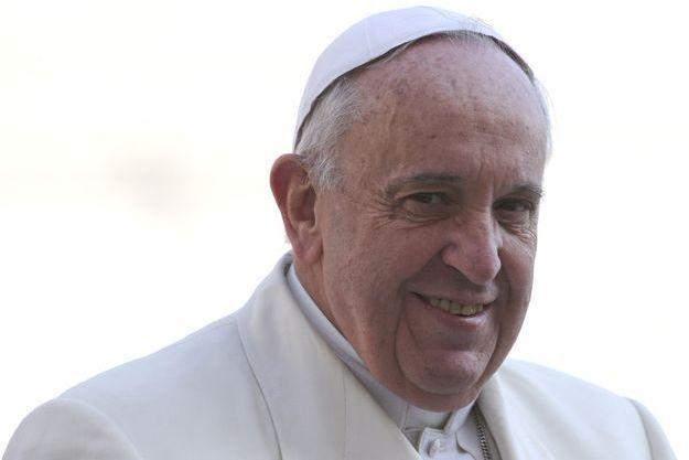 Le pape François le 11 mars 2015 arrive place Saint-Pierre pour son audience générale.