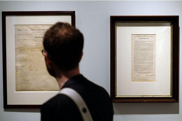 Exemplaires du treizième amendement de la Constitution américaine et de la proclamation d'indépendance signés par Abraham Lincoln, ventes aux enchères