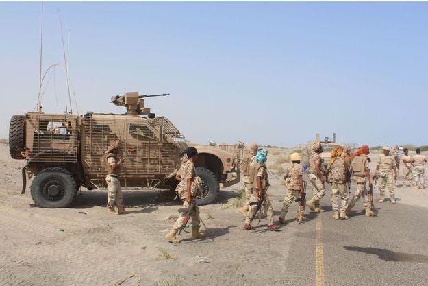 Des combattants du gouvernement dans le sud du Yémen dimanche.