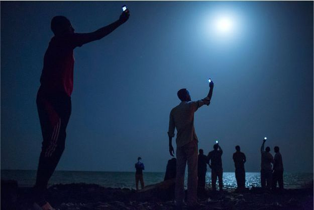 African migrants on the shore of Djibouti city at night-Migrants africains, la nuit, sur la baie de Djibouti