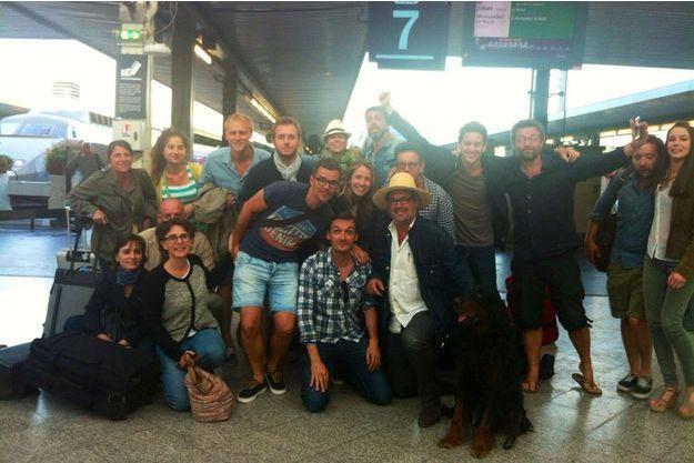 Benoît Duquesne et son équipe de retour des Cévennes en juin. A sa gauche, son chien cargo, dont il ne se séparait jamais.
