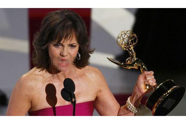 Le discours de remerciements de Sally Field aux Emmy Awards en 2007 avait été censuré.