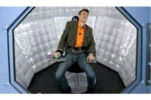 """Jean-Paul, un comédien, a fait semblant de subir plusieurs décharches électriques pour les besoins du """"Jeu de la mort""""."""
