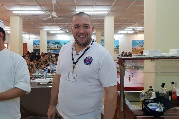 A niamey le chef de l 39 elys e pr pare un repas de f tes for Cuisinier elysee livre