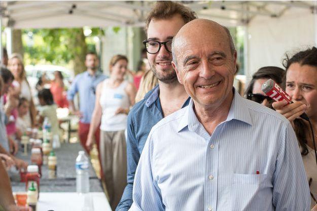 Alain Juppé, lors de son barbecue de campagne, ce samedi 4 juillet.