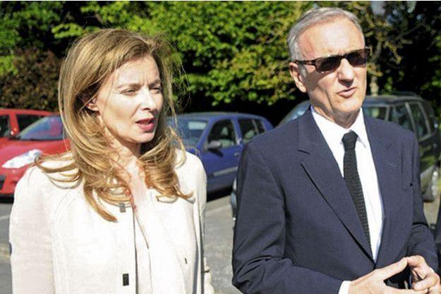 Angers, le 4 juin. Valérie Trierweiler et André Vallini en visite au Village Saint-Exupéry, un foyer départemental d'accueil.