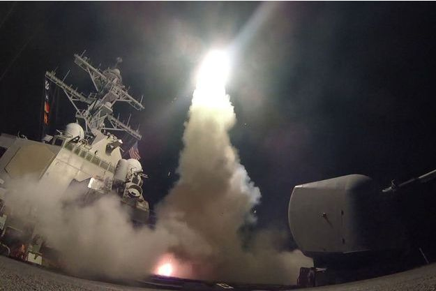 Les frappes aériennes américaines ont touché une base militaire près de Homs.