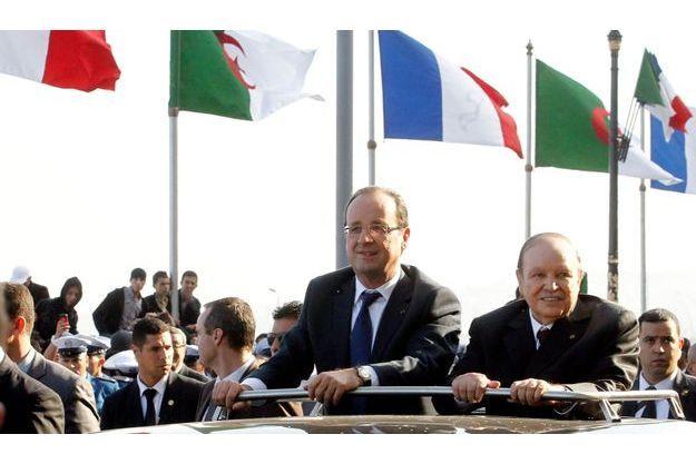 Abdelaziz Bouteflika et François Hollande à Alger, mercredi.
