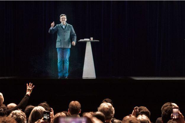 Jean-Luc Mélenchon est apparu en hologramme