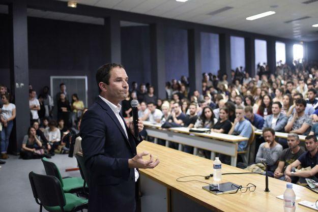 Benoît Hamon, devant des étudiants nantais, le 17 octobre.