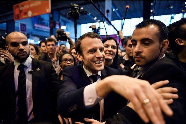 Lors de sa visite au Salon de l'Agriculture, le 1er mars dernier, Emmanuel Macron avait reçu un oeuf sur la tête.