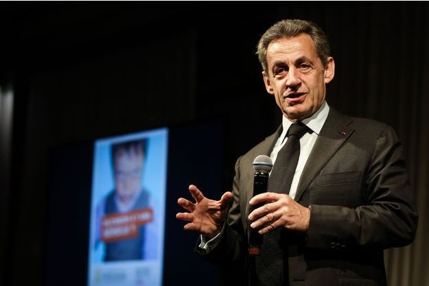 Nicolas Sarkozy à la vente aux enchères réalisée au profit de la campagne «Guérir le cancer de l'enfant au XXIe siècle» le 13 février 2018 à Paris