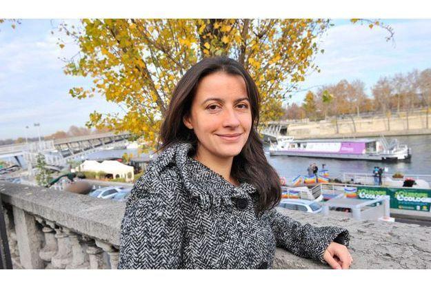 Samedi 21 novembre. Cécile Duflot, secrétaire nationale des Verts, s'apprête à embarquer sur la péniche d'Europe Ecologie pour une journée de débats.