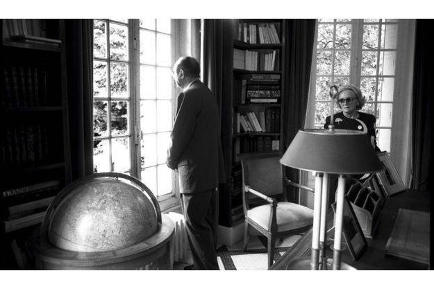 1995. Jacques Chirac vient d'être élu président. Il se rend à la Boisserie avec Bernadette, pour mettre ses pas dans ceux du fondateur de la Ve République, poser son regard sur le paysage que le Général contemplait depuis le bureau où il écrivait  ses Mémoires.