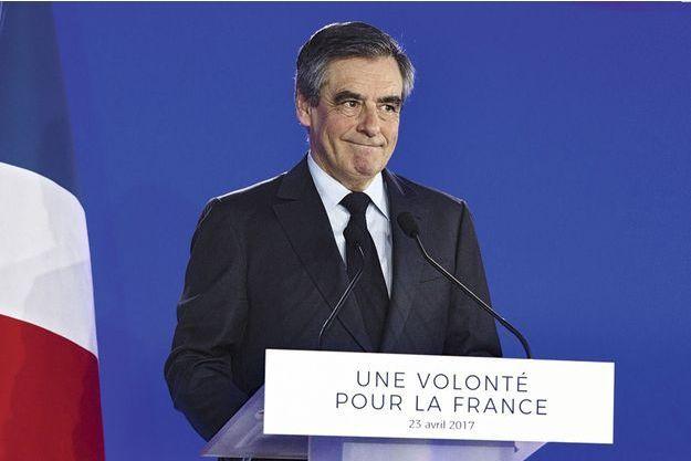 Au soir de sa défaite, François Fillon appelle à voter pour Emmanuel Macron avant de demander à la droite de «rester unie» pour les législatives.