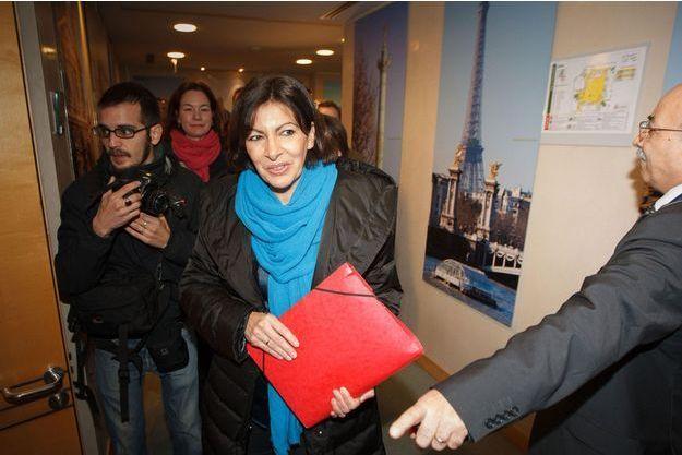Anne Hidalgo à Paris, lors du dépôt de sa liste, le 19 février.