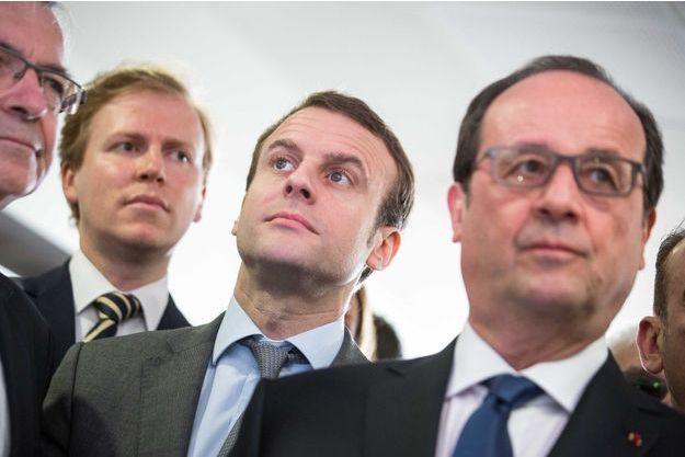 Emmanuel Macron et François Hollande en déplacement à Chartres, le 21 avril 2016.