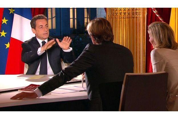 16,6 millions de téléspectateurs ont regardé l'interview du président diffusée sur six chaînes. Un très bon score. Sa dernière grande émission sur TF1 et France 2, le 27 octobre, avait  été suivie par 12 millions.