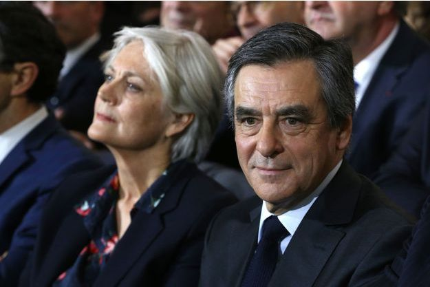 Penelope et François Fillon, dimanche, lors du grand meeting du candidat à Paris.