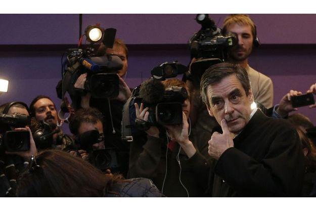 François Fillon vote à Paris, dimanche soir.