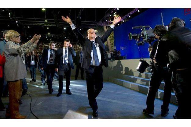 Dimanche 22 janvier, au Bourget (Seine-Saint-Denis), François Hollande fait son entrée sous les vivats de ses supporters.