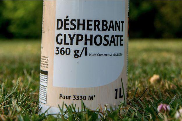 L'herbicide controversé glyphosate.