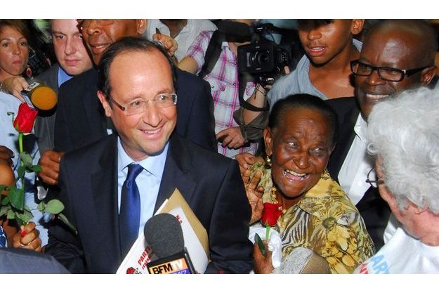 François Hollande à son arrivée à Fort-de-France en Martinique.