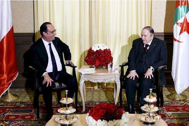 François Hollande et Abelaziz Bouteflika, lundi à Alger.