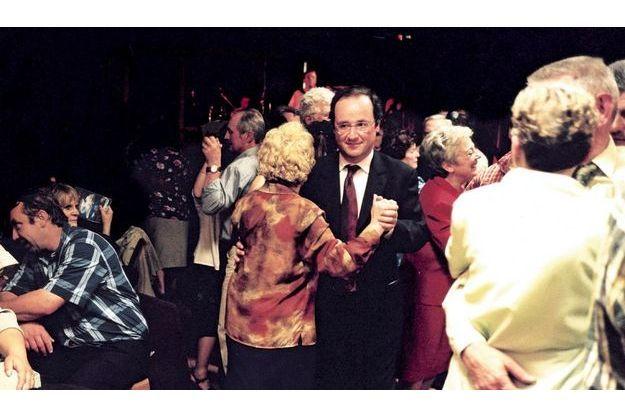 Pendant la campagne pour les législatives, en juin2002. «J'ai  embrassé un nombre de femmes comme jamais dans ma vie je n'avais pu et ne pourrai le faire!»