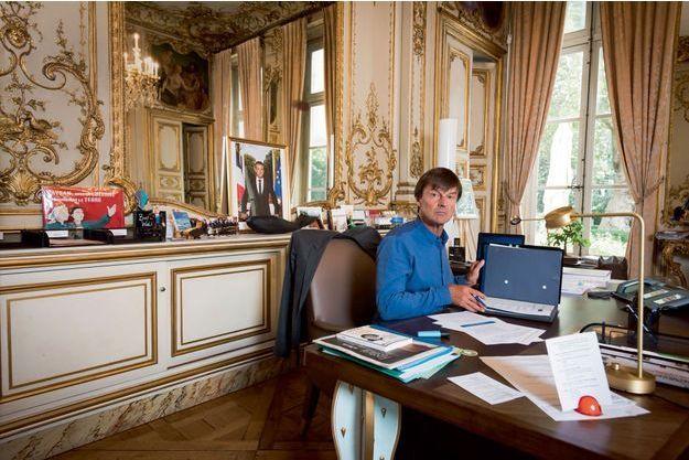 Nicolas Hulot dans son bureau au ministère de la Transition écologique et solidaire, lundi.