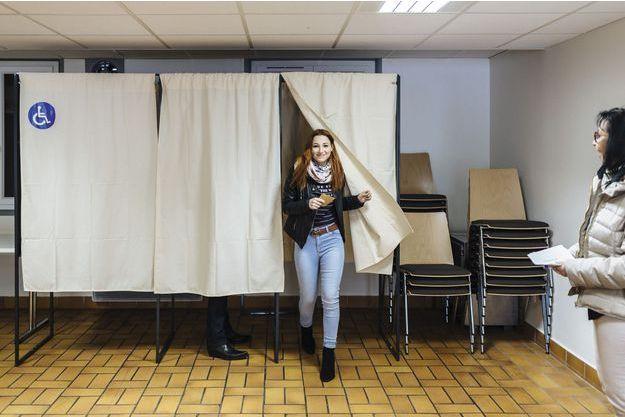 Avant le premier tour, près du lycée La Martinière Duchère, à Lyon: trois voulaient voter Mélenchon, deux Hamon, trois Fillon. Un était indécis.