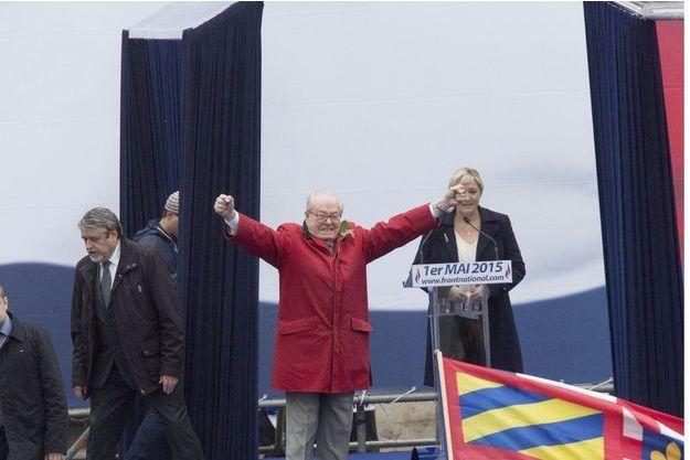 1er mai 2015. Défilé traditionnel du FN avec son président d'honneur, Jean-Marie Le Pen, et sa présidente, Marine Le Pen.