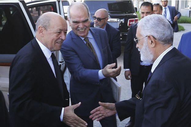 Jean-Yves Le Drian, ministre des Affaires étrangères, à Tripoli le 4 septembre, rencontre son homologue libyen Mohamed Taha Siala.