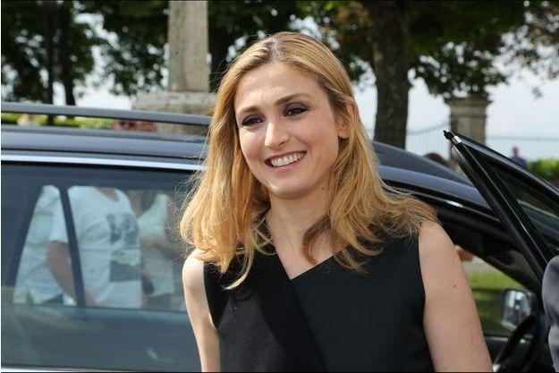 Julie Gayet à son arrivée à Saint-Emilion, samedi dernier.