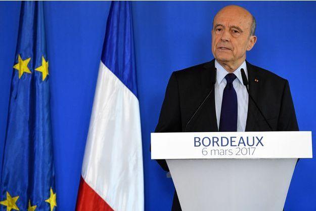 Alain Juppé, lundi matin en conférence de presse à Bordeaux.