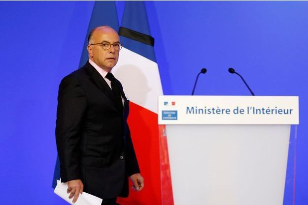 Bernard Cazeneuve après son discours au ministère de l'Intérieur