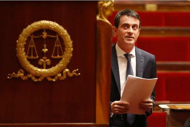 """""""J'attends évidemment avec confiance le vote sur l'ensemble de la révision constitutionnelle demain (mercredi)"""", a dit le Premier ministre Manuel Valls à l'issue du vote."""