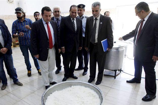 Jean-Frédéric Poisson, avec la cravate rouge, en visite à Tripoli, le 4 juillet 2015.