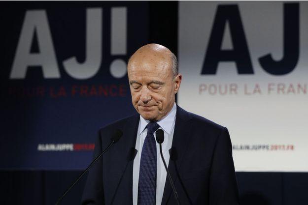 Alain Juppé, visiblement touché, devant ses militants, dimanche, au soir du deuxième tour de la primaire.