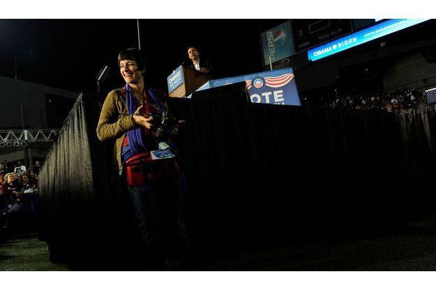 Scout Tufankjian devant Barack Obama, lors d'un discours à l'Université de Cincinnati, en novembre 2008.