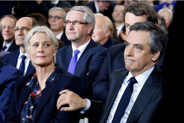 François Fillon et son épouse Penelope, au grand meeting du candidat à la Porte de la Villette, dimanche 29 janvier 2017.