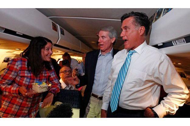 Le 15 septembre, l'équipe de campagne de Mitt Romney fête l'anniversaire d'un journaliste dans l'avion à destination de Bedford au Massachusetts.mais derrière les sourires de circonstances, la bataille fait rage dans l'état-major du candidat républician.
