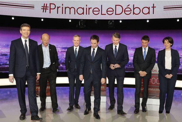 Les sept candidats de la primaire de la gauche avant le début du débat, jeudi soir.