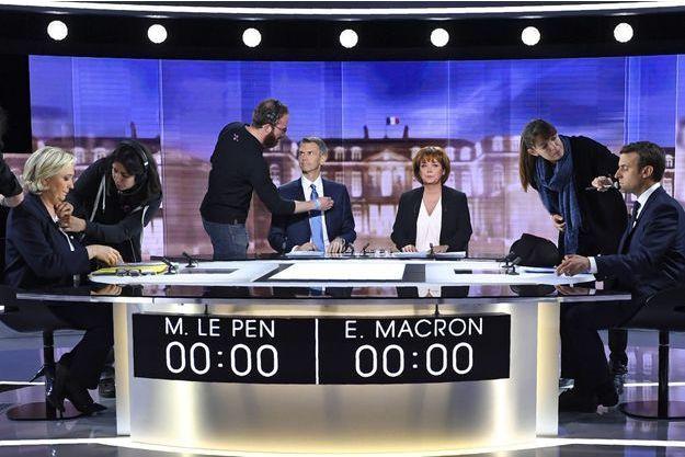 Les journalistes Christophe Jakubyszyn et Nathalie Saint-Cricq et les candidats Marine Le Pen et Emmanuel Macron.