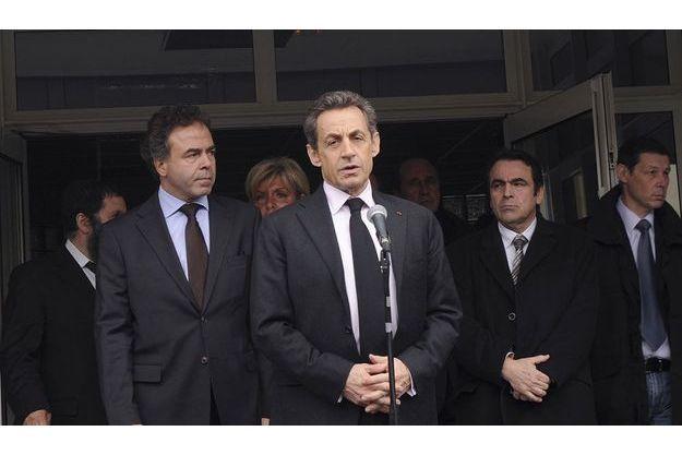 Nicolas Sarkozy, lundi, devant le collège-lycée Ozar Hatorah, à Toulouse.