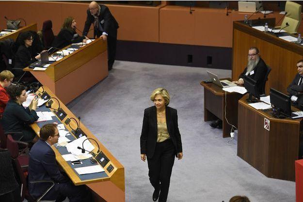Valérie Pécresse à l'assemblée régionale pour son installation officielle en tant que présidente.