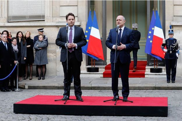 Passation de pouvoirs entre Bruno Le Roux et Matthias Fekl, mercredi matin.