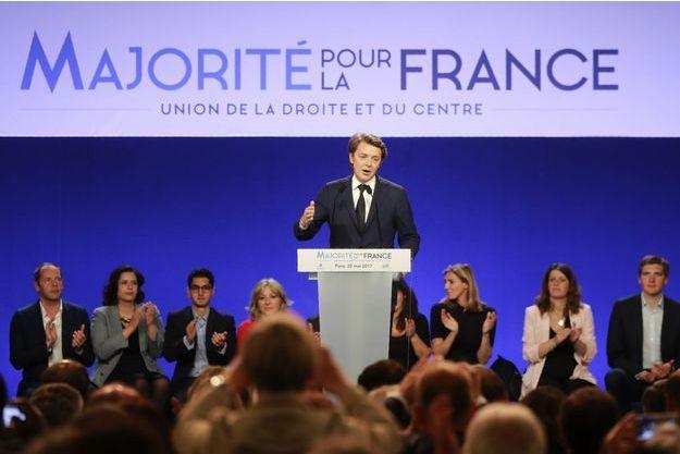 """François Baroin lors du meeting de lancement de la campagne de """"Les Républicains"""" pour les législatives, samedi 20 mai"""
